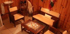 Petit salon chaleureux de l'espace détente